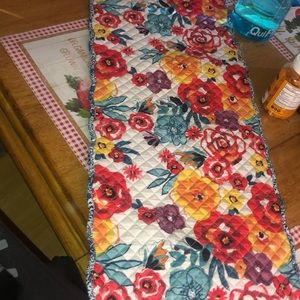 Pioneer Woman table runner- LIKE NEW